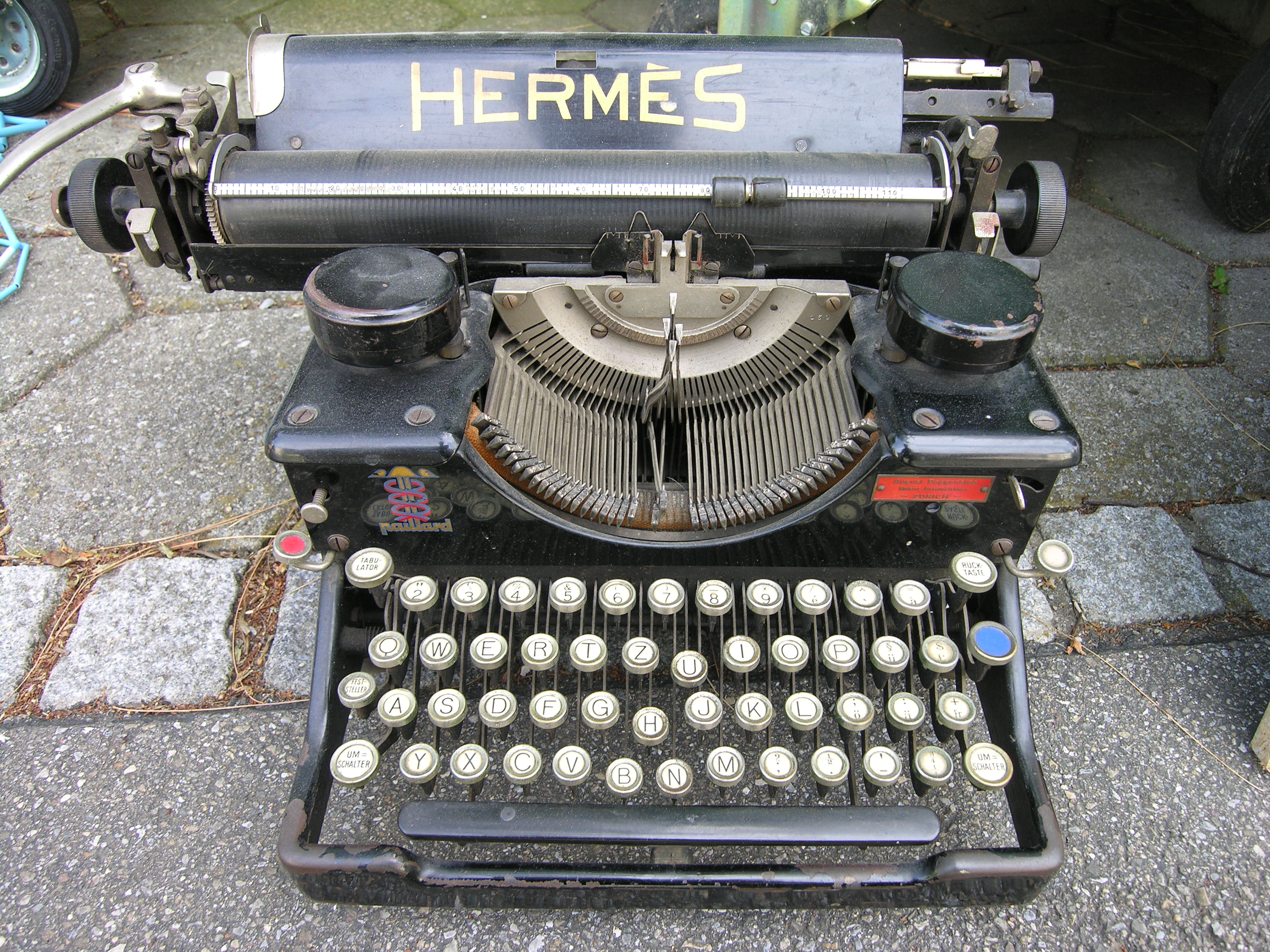 http://upload.wikimedia.org/wikipedia/commons/7/75/TypewriterHermes.jpg