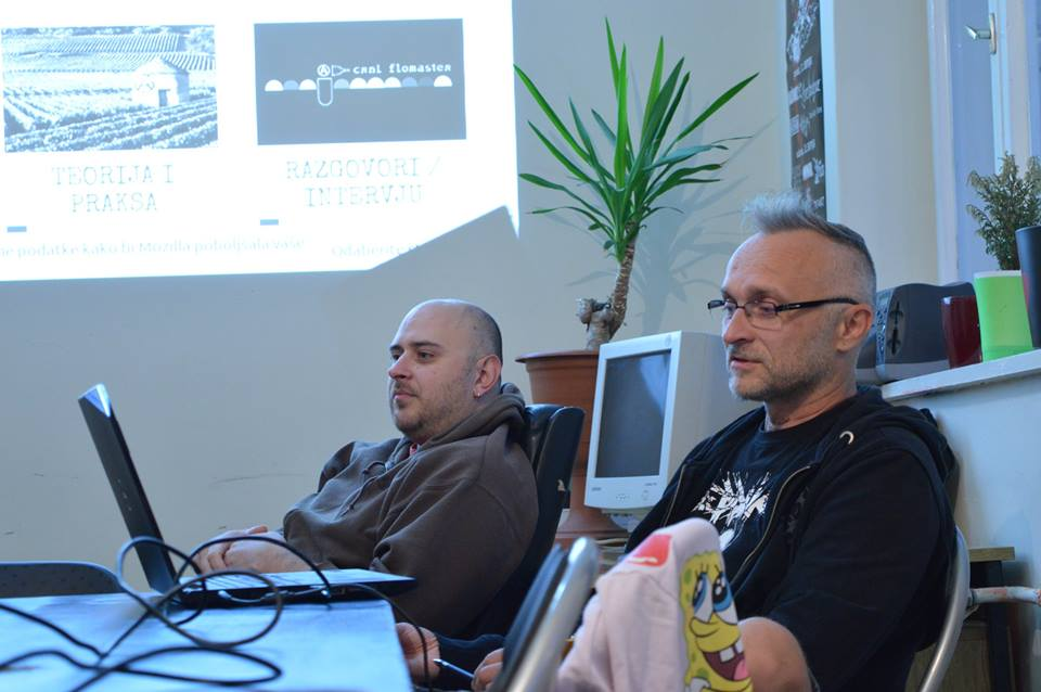 Sebastijan Brumec i Denis Mikšić. Predavanje Sebastijana Brumeca u info-shopu Male urbane zajednice 10. rujna 2015. godine. Foto: Iva Mejašić