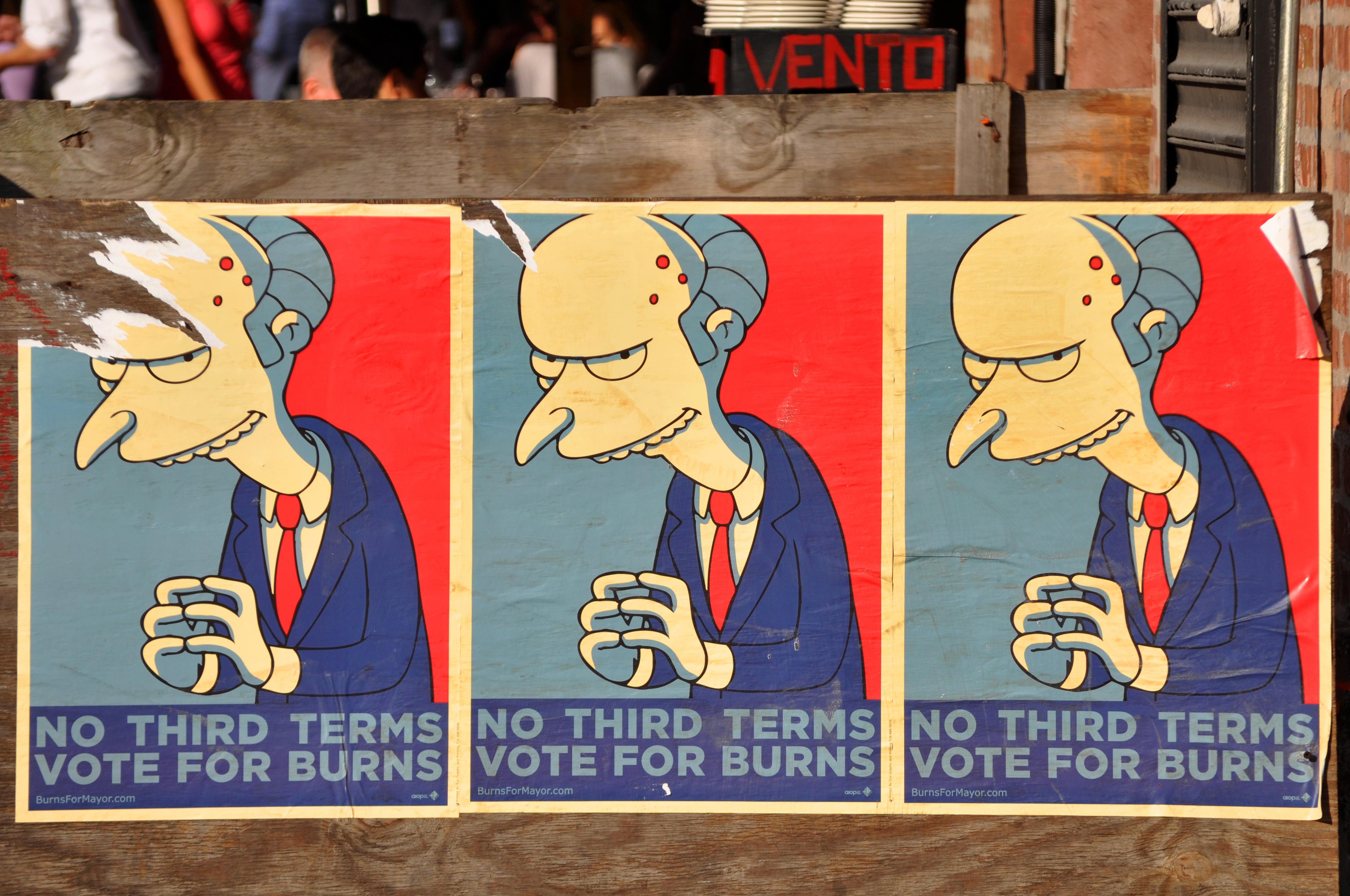 Vote for Burns. Foto: Ludovic Bertron. Izvor: https://www.flickr.com/photos/23912576@N05/3981899745/in/photolist-74Sh4T-fQFCw2-4nURYN-5zfmbV-nZufYF-6qAkk-8B6BRB-2GGaM-8QaFrS-7iqW-rPNHd-4KaMk7-5xyTuC-q1tibZ-5aRVjn-6hdL8D-291MPY-8QfLxQ-aBfzyD-93tsnR-6atoxn-5ycqEA-rMpQF-rLHfE-4quuCS-e1vaNW-7BcXP4-72n9Lp-bB82gA-8PVuu9-6q3Wc-fjNXKj-5BMq3S-4qhg4k-5sPJwk-jnnMV8-8Q9NPn-68WVhn-5zmjHc-rLrhm-jdUDb-pECkv7-5zbHU8-99syjo-4xVDxB-4ZS2X9-5pZg8F-5wXPXr-99syk5-akancs