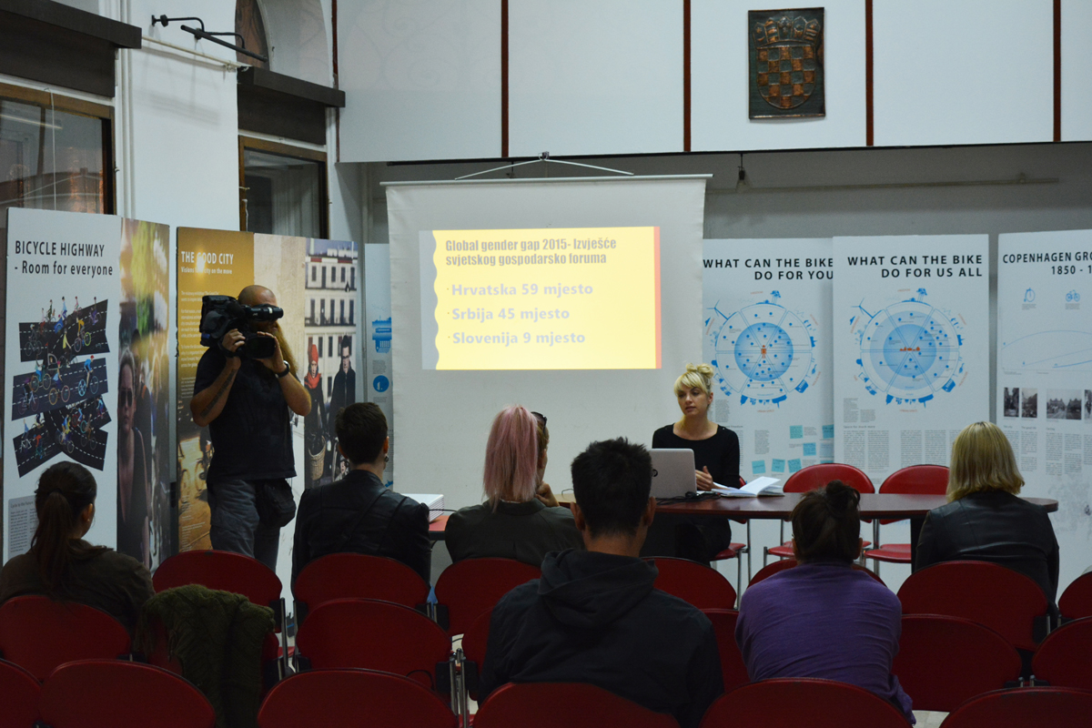 """Rasprava """"Društveni položaj žena"""" održana u Knjižnici za mlade u Karlovcu 27. 9. 2016. Foto: Marinko Polović"""