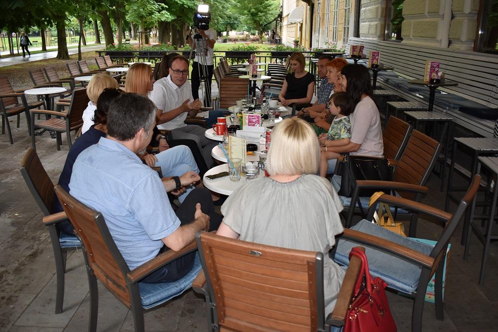 Sastanak članova Intergrativnog centra za mentalno zdravlje, Papas bar, Karlovac, 6. 6. 2017. Foto: Marin Bakić