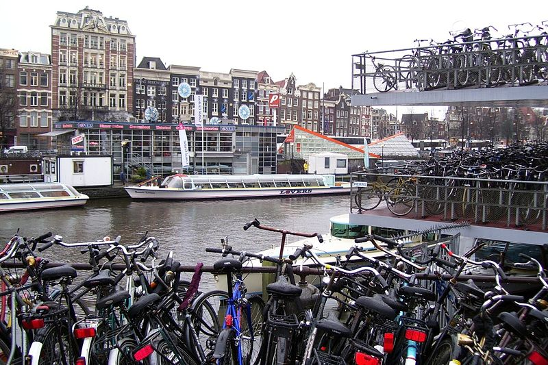 https://commons.wikimedia.org/wiki/File:Bicycle_parking_lot-2.jpg