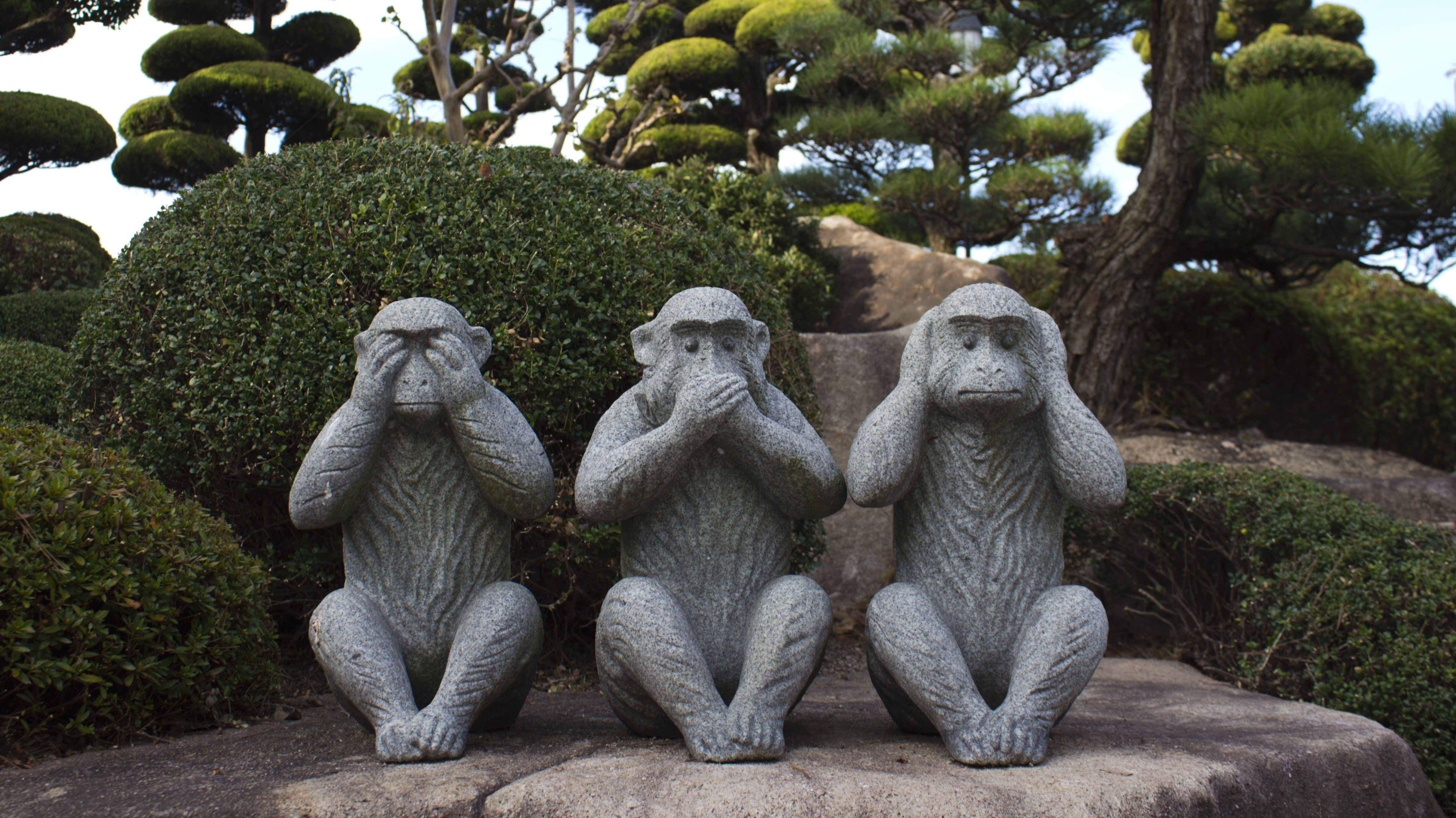 Kipovi tri mudra majmuna na japanskom otoku Inošima. Izvor: https://www.flickr.com/photos/68532869@N08/