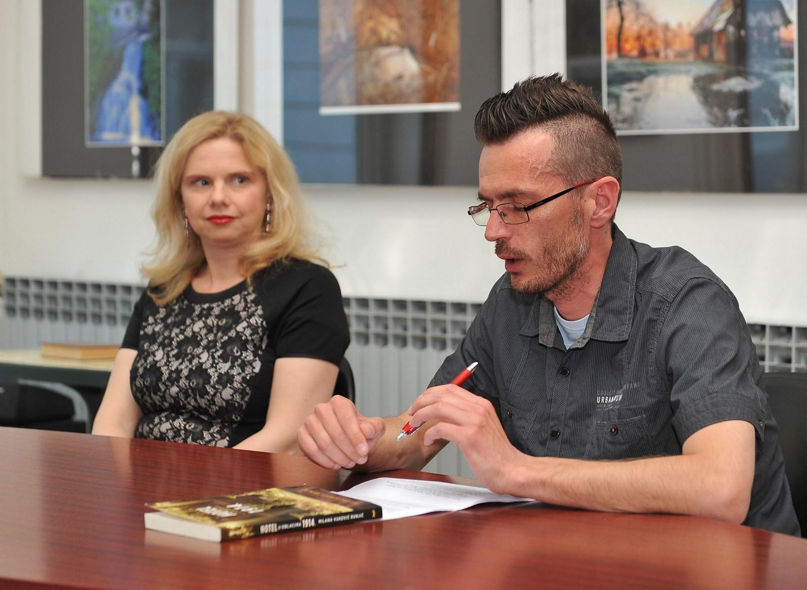 Milana Vuković Runjić i Marinko Polović, djelatnik Knjižnice za mlade. Foto: Igor Čepurkovski