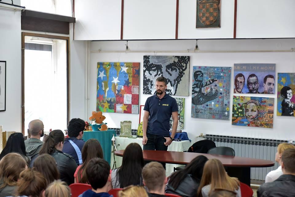 Davor Simičić na predavanju u Knjižnici za mlade u Karlovcu. Foto: Igor Čepurkovski/Gradska knjižnica Ivan Goran Kovačić