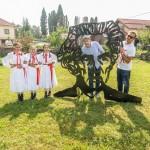 Slikar i ikonceptualni umjetnik Nikola Vukmanić, voditelj festivala DOK - festivala za ljude dobre volje - oplemenio je Kamanje i skulpturom Ivana Supeka. Foto: Denis Stošić