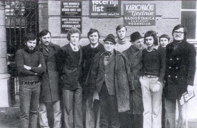 """Karlovačko dopisništvo Večernjeg lista 1973. godine. Izvor: """"U vrtlogu novinarstva"""", Gradska knjižnica """"Ivan Goran Kovačić"""", Karlovac, 2010."""