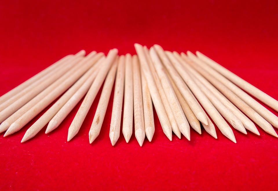 Olovke. Izvor: https://cdn.pixabay.com/photo/2016/11/05/11/06/wooden-sticks-1799911_960_720.jpg