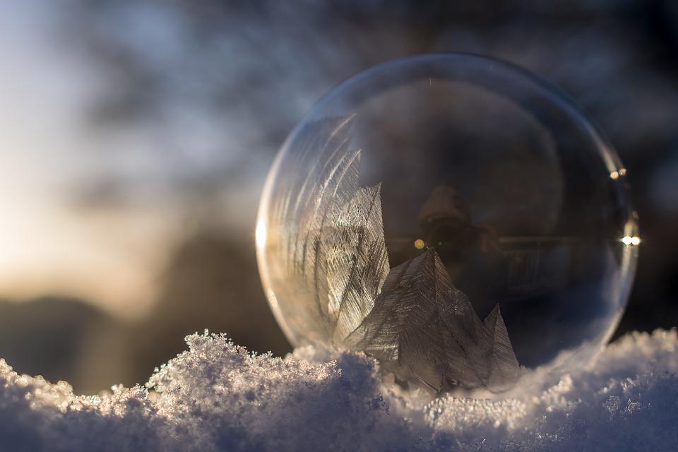 Frozen Bubble Soap Bubble Frozen Winter. Izvor: http://maxpixel.freegreatpicture.com/Frozen-Bubble-Soap-Bubble-Frozen-Winter-1985579